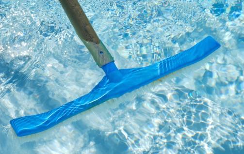 Liste du mat riel indispensable pour l 39 entretien de la piscine for Materiel de piscine