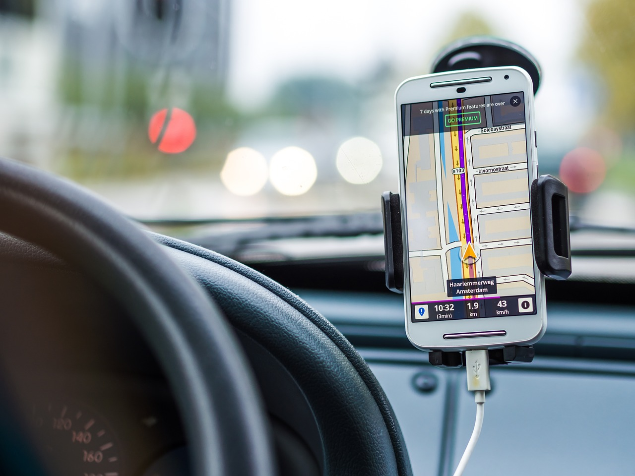 gps sur smartphone en voiture