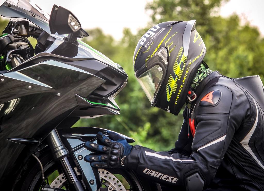 Choisir ses vêtements et accessoires de moto