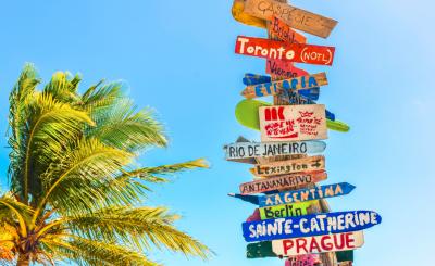 Panneau indication destinations voyage
