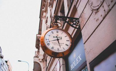 devanture d'une boutique de montre rolex