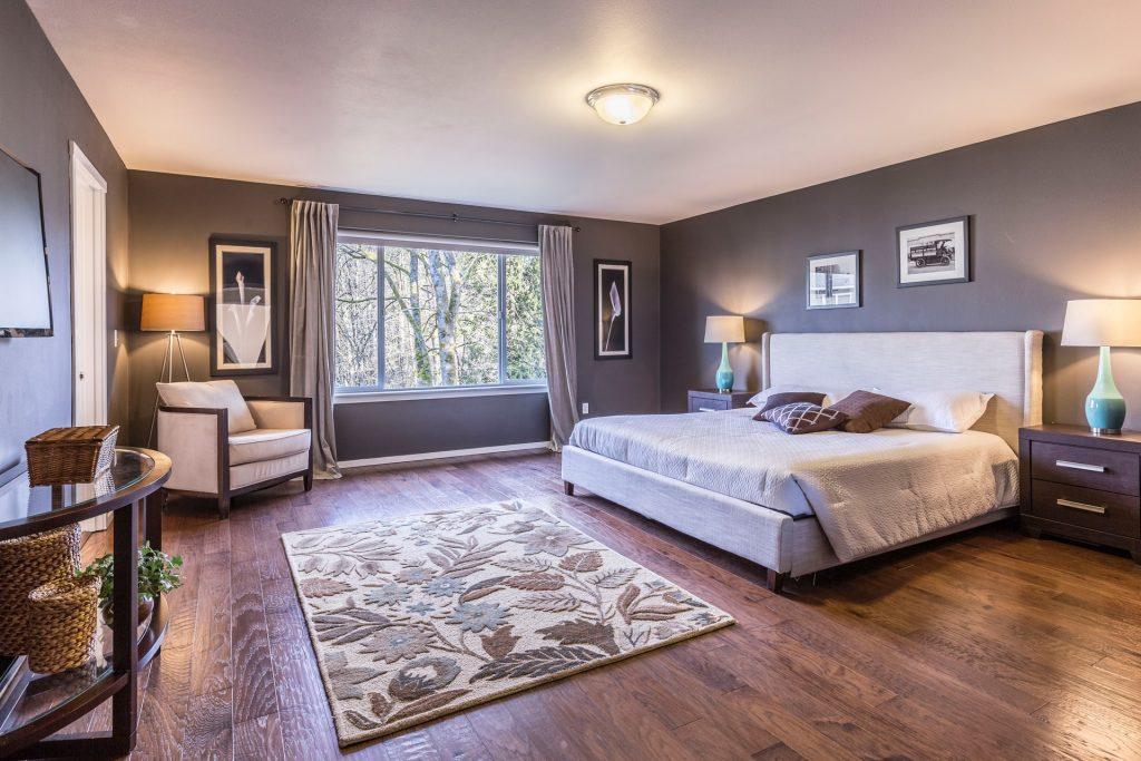 Chambre gris et marron